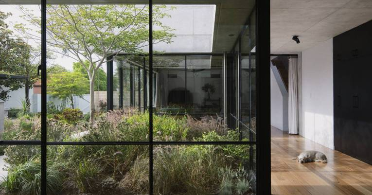 A sophisticated architectural response and a beautifully crafted family home wins top architecture award